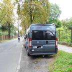Sommer 2014. Ein (kostenloser) Parkplatz direkt vor dem Eingang vom Schloßpark Sanssouci in Potsdam. Mit dem Dickschiff wär das nicht gegangen.