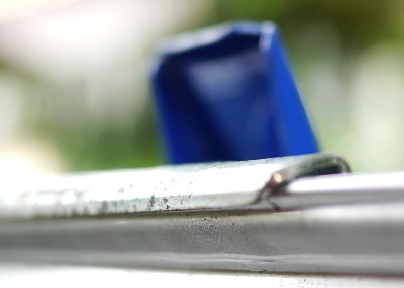 Von einer Parkettverlegehilfe. trägt nur leicht auf und somit läßt sich die Türe leicht schließen